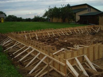 Pirma pusė pamatų paruošta betonavimui